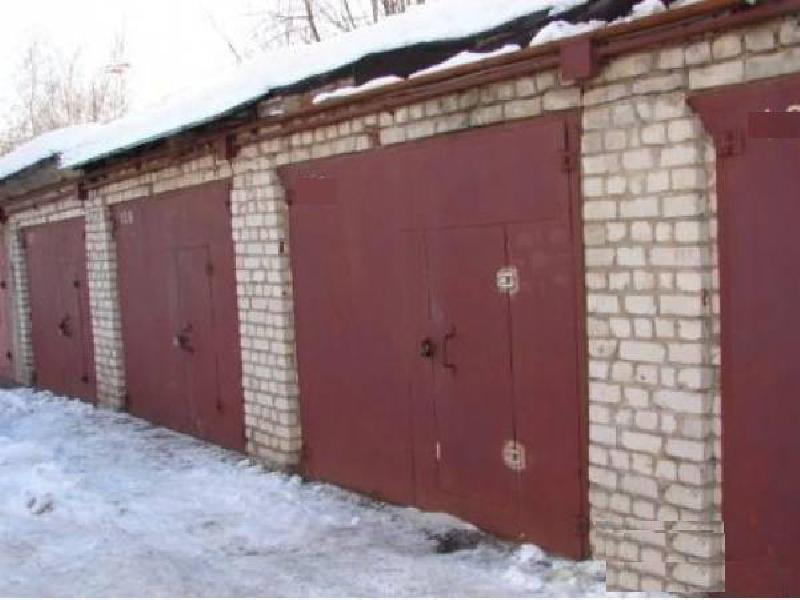В Кольском районе должника посадили в подвал гаража